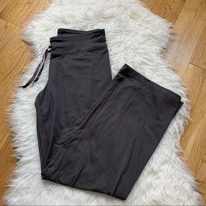 Under Armour all season gear women pants size Med